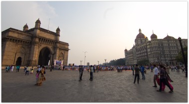 Mumbai : Gateway of India and Hotel Taj